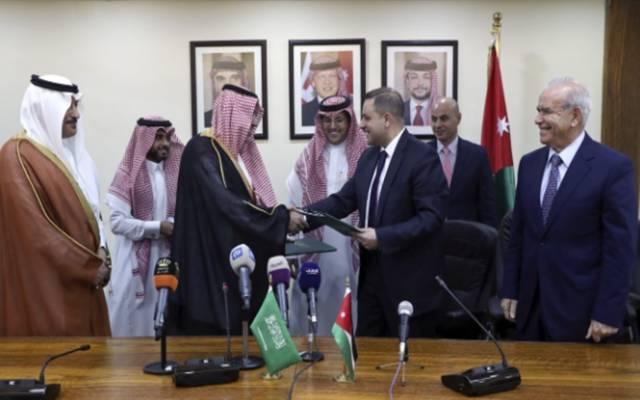 جانب من توقيع الاتفاق بالأردن