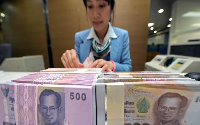 عملات الأسواق الناشئة تجني المكاسب مع تراجع الدولار