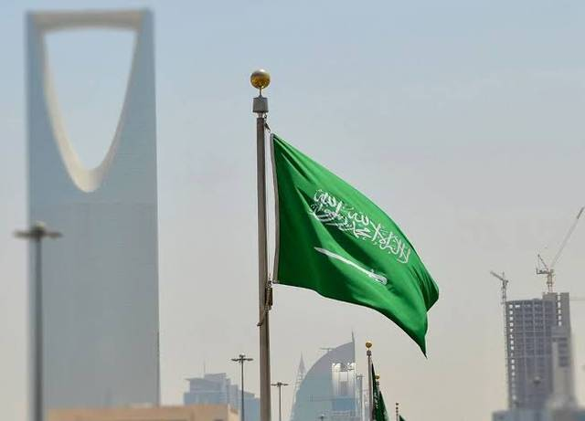 Non-Saudi residents accounted for 77.4% of the number of employees