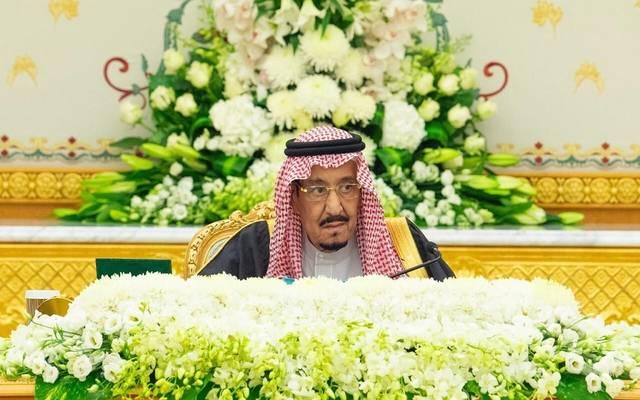 خادم الحرمين الشريفين، الملك سلمان بن عبد العزيز آل سعود خلال اجتماع مجلس الوزراء في قصر اليمامة