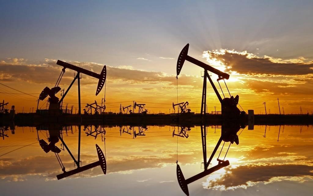 محدث.. النفط يُعمق خسائره لـ4.5% مع تزايد مخاوف الطلب