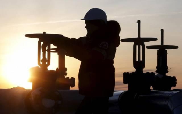 """أسعار النفط تواصل التعافي.. و""""نايمكس"""" أعلى 56 دولاراً"""