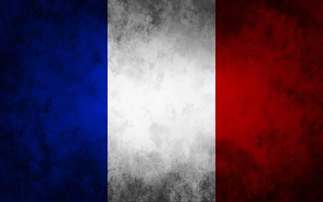 فرنسا تتوعد بإجراءات انتقامية رداً على التعريفات الأمريكية