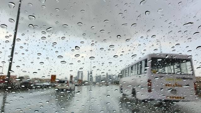شوارع إمارة دبي خلال سقوط الأمطار