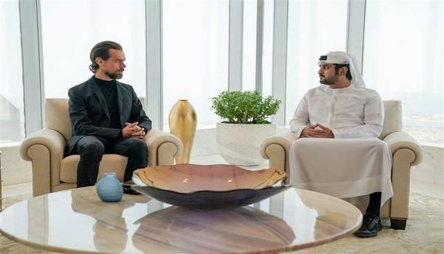 مكتوم بن محمد يستقبل مؤسس شركة تويتر