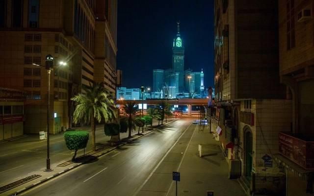 السعودية تمنع الخروج من المناطق.. وتقدم موعد حظر التجوال بعدة مدن