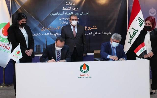 جانب من توقيع الاتفاق
