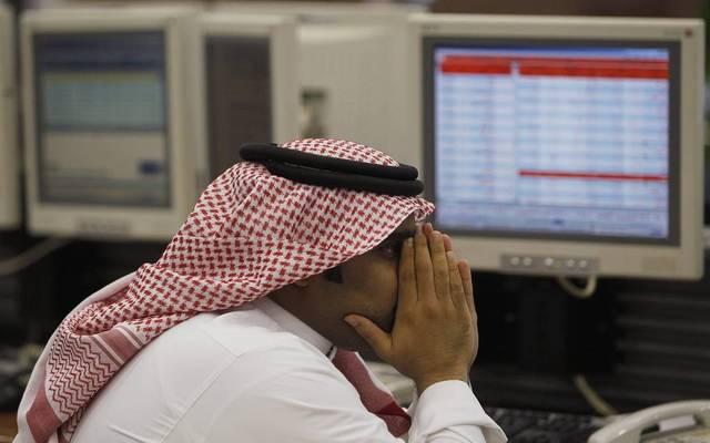 متعامل بسوق الأسهم السعودي يتابع الأسعار- أرشيفية