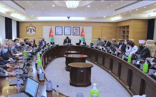 """""""الوزراء"""" الأردني يصدر قراراً بشأن نظام صندوق الادخار لموظفي البلديات"""