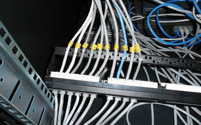 كابلات توصيل الإنترنت عبر شبكات الحاسب الآلي
