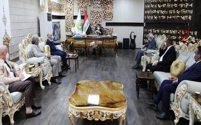 اجتماع وزير الزراعة العراقي، محمد كريم الخفاجي، مع مستشارين بالوزارة وبالمختصين في الشأن البيطري والثروة الحيوانية لمناقشة واقع الثروة السمكية