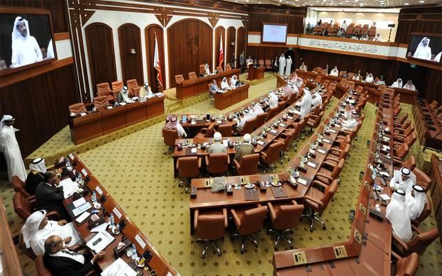 السلطتان التنفيذية والتشريعية بالبحرين يناقشان ميزانية 2019-2020