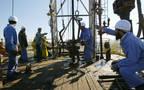 عمال في أحد المواقع النفطية