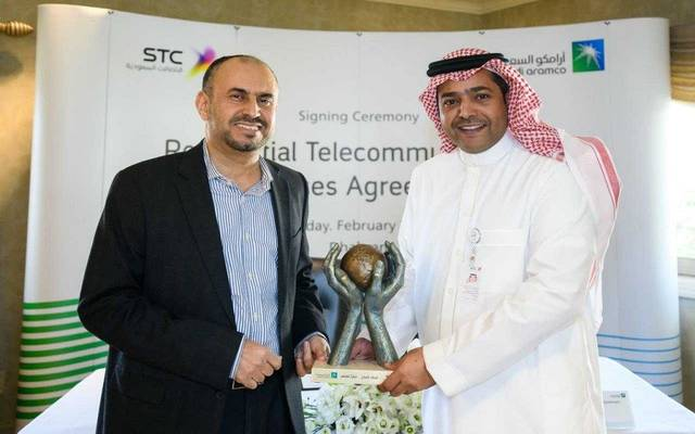 جانب من توقيع الاتفاقية بين أرامكو وشركة الاتصالات السعودية