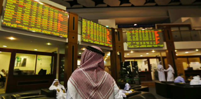 مستثمر داخل مقر بورصة دبي