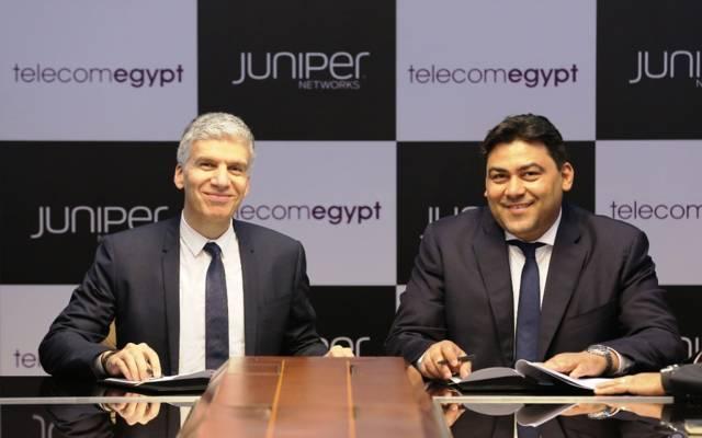 خلال توقيع اتفاقية الشراكة بين المصرية للاتصالات وجونيبر نتوركس