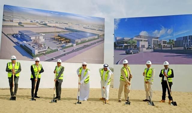 صورة لوضع حجر أساس إنشاء المصنع الجديد