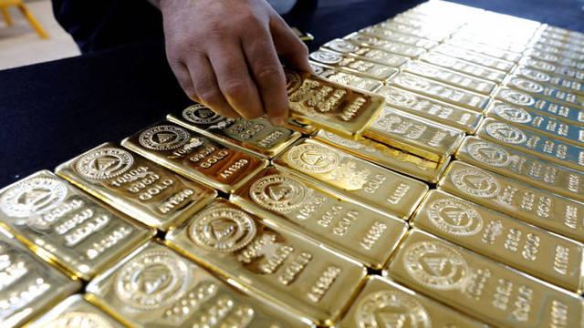 Gold falls despite renewed US tariff threat to China