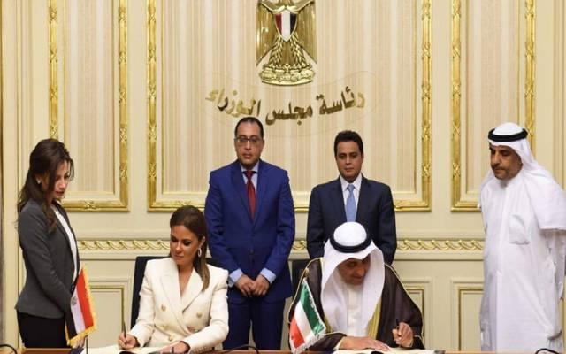 """بالصور..مصر توقع اتفاق قرض مع """"الكويتي للتنمية""""بقيمة 50 مليون دينار"""