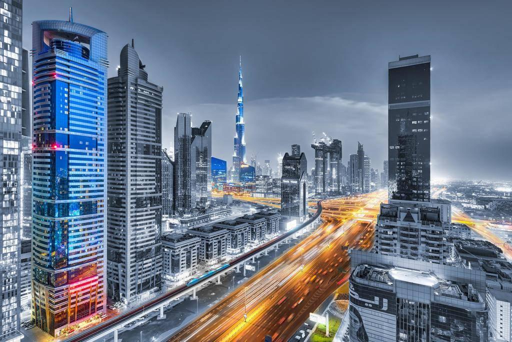 الإمارات تتقدّم 9 مراكز في مؤشر الخدمات العالمية