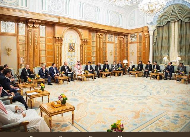 bda828213 الأمير محمد بن سلمان يلتقي عدداً من رؤساء الصناديق السيادية ...