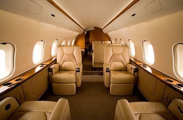 صورة لطائرة خاصة من الداخل