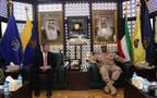 رئيس الأركان الكويتي خلال لقاء القائم بأعمال وزیر القوة البریة الأمریكیة
