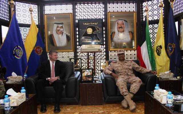 رئيس الأركان الكويتي يبحث أوجه التعاون المشترك مع مسؤول أمريكي