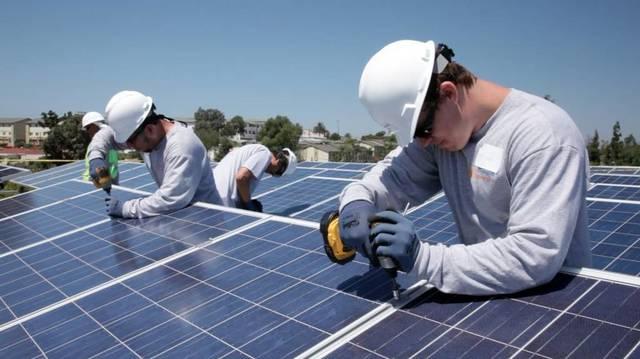 تركيب محطة للطاقة الشمسية ـ أرشيفية