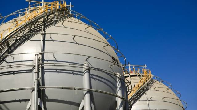 US natural gas storage posts weekly build as prices drop