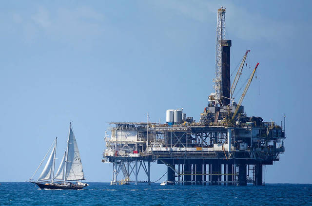 Oil extends rise Friday; Brent at $53 pb