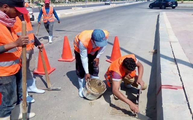 مجموعة من العاملين في نظافة وتطهير والطرق