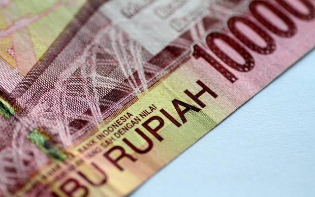 عملة إندونيسيا تتراجع بأكبر وتيرة بشهرين قبل جلسة استماع برلمانية