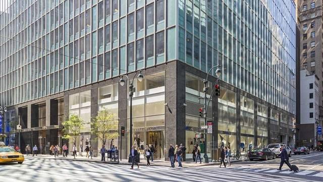 """مبنى """"330 ماديسون أفنيو"""" بمدينة نيويورك الأمريكية"""