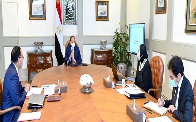 الرئيس السيسي يطلع على مستجدات إقامة المجمعات الصناعية في مصر
