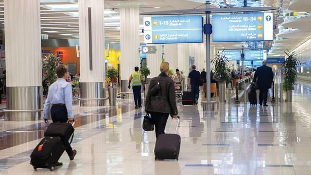 صورة أرشيفية من داخل إحدى مطارات الإمارات