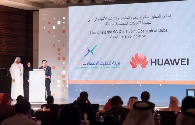 الهيئة العامة لتنظيم قطاع الاتصالات وشركة هواوي على هامش فعاليات مؤتمر الإمارات للجيل الخامس