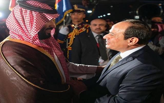 السيسي يستقبل ولي عهد السعودية بمطار القاهرة