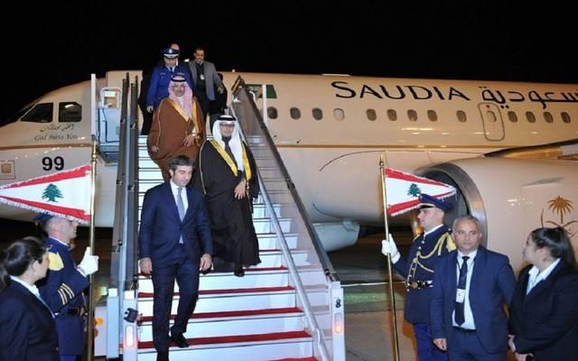 وزير المالية السعودي محمد الجدعان لدى وصوله إلى بيروت لحضور القمة العربية الاقتصادية