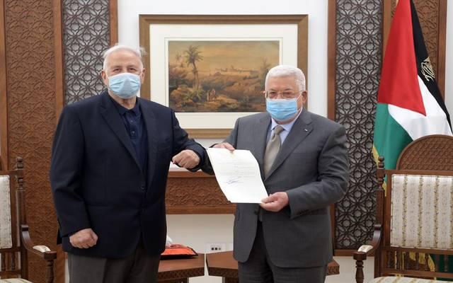 جانب من لقاء محمود عباس ورئيس لجنة الانتخابات المركزية حنا ناص
