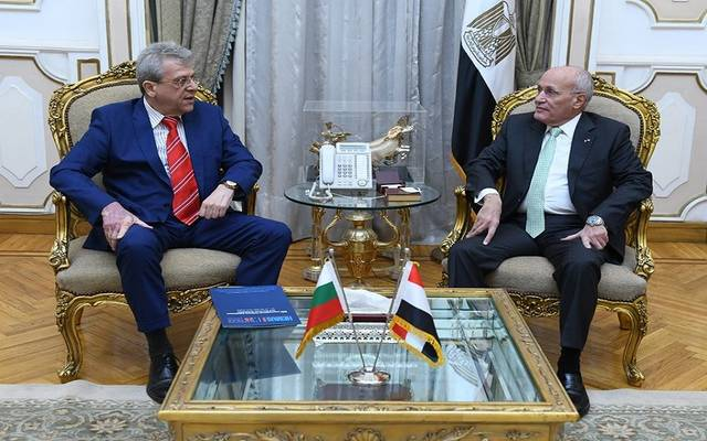 وزير الانتاج الحربي مع السفير البلغاري
