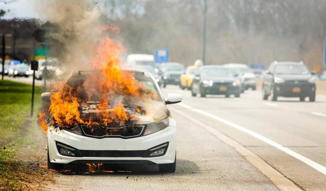 حادث حريق لسيارة