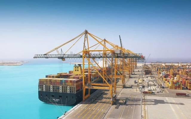 حاويات تحمل بضائع بميناء الملك عبدالله بالمملكة العربية السعودية