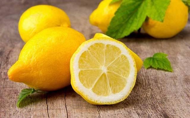 بعد ارتفاعه لـ120 جنيهاً.. كيلو الليمون يتراجع 50% بالأسواق
