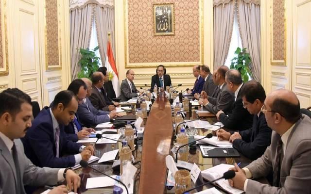 رئيس الوزراء يُتابع موقف تنفيذ الإزالات بسور مجرى العيون