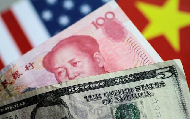 الدولار يكسر حاجز 7 يوانات صينية لأول مرة في عقد