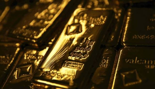 Gold rebounds from 1-week low on reignited US-China trade fears