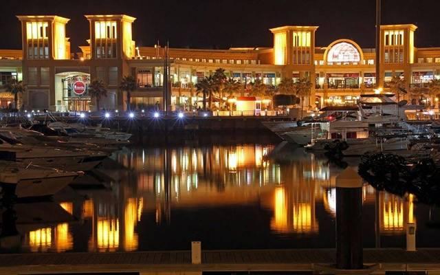 أمام مجمع سوق شرق في الكويت