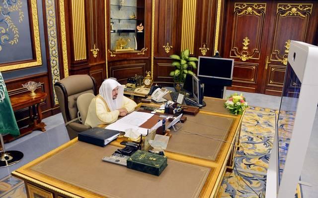 رئيس مجلس الشورى السعودي، عبدالله آل الشيخ، خلال ترؤوسه اجتماعا للمجلس عن بُعد