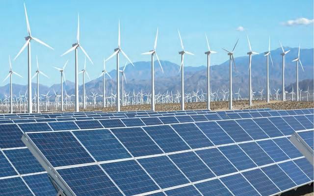 مشاريع لتوليد الطاقة من الرياح والألواح الشمسية